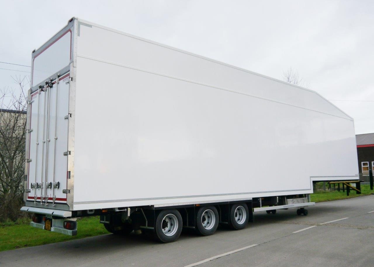 Refrigerated Trailer With Lifting Second Deck